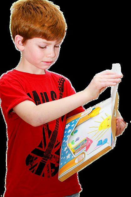 ילד מחזיק תיקאומן