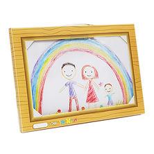 תיקאומן- גלריית ציורים ניידת לילדים בתוך תיקייה