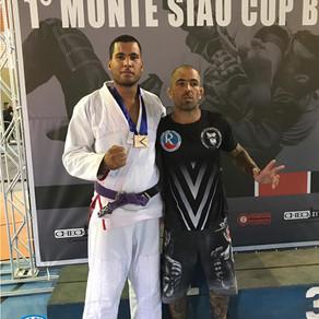 Ontem os alunos do Jiu-jitsu foram disputar o primeiro campeonato da cidade de Monte Sião.