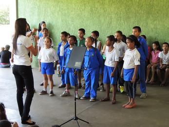 Batutinha mostra repertório de canto coral nas Escolas do Fundamental em  homenagem as mães.