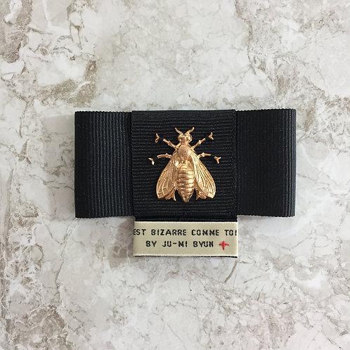 Noeud papillon noir, abeille dorée