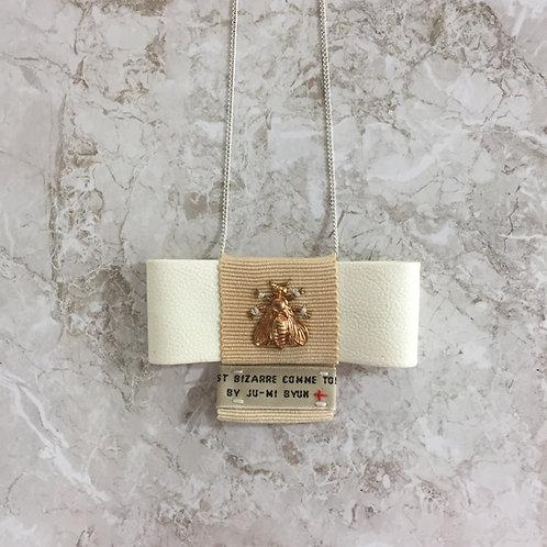 Collier noeud papillon blanc