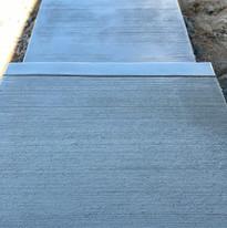 standard concrete sidewalk with broom finish
