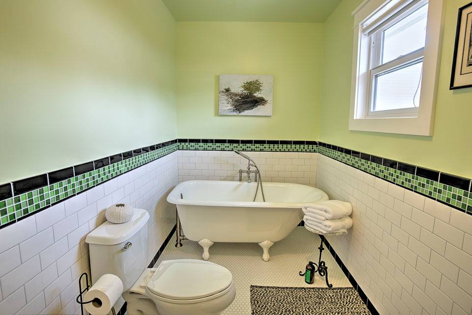 Ave. 56 Bathroom