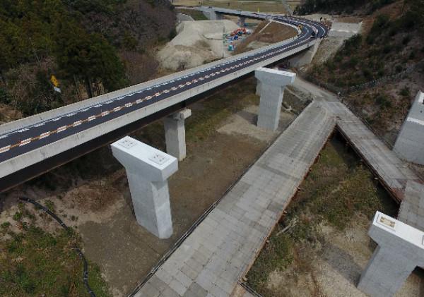 静間仁摩道路仁摩インター橋下部その2工事1.jpg