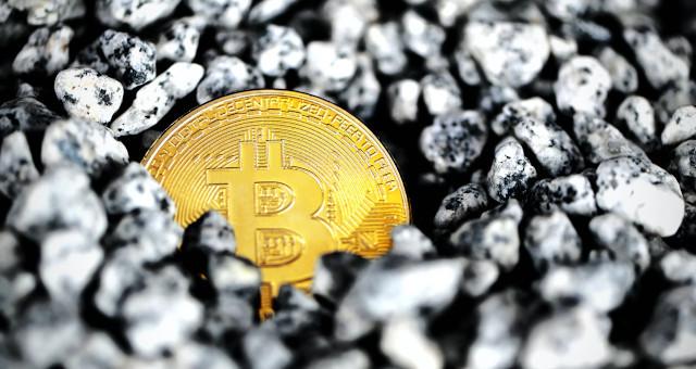 Bitcoin sofre queda nesta segunda-feira por conta de liquidações de contratos futuros