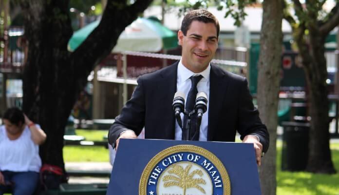 """""""Governo dos EUA acha bitcoin hostil porque não pode manipulá-lo"""", diz prefeito de Miami"""
