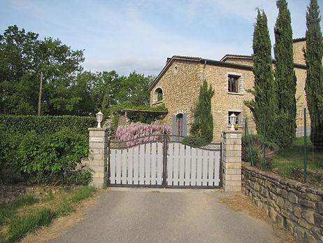 Gîte Les Buissières : portail d'entrée