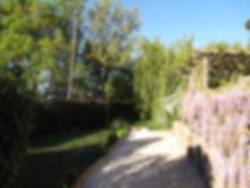 Les Buissières : jardin privatif et terrain de pétanque