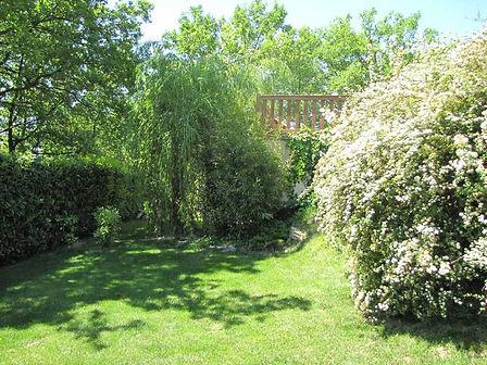 Gite Les Buissières : Jardin