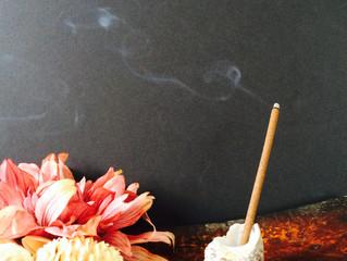 チベット香で思いを馳せる