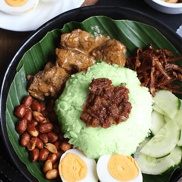 Nasi Pandan With Rendang Chicken