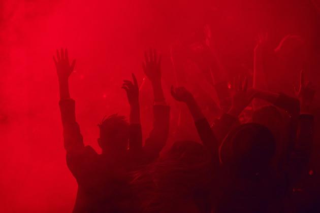Crowd-dancing-in-red-smoke-550480.jpg
