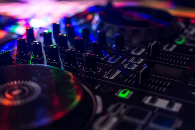 Club-s-mixing-desk-589761.jpg