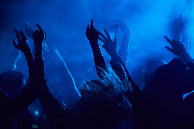 People-dancing-in-nightclub-550453.jpg