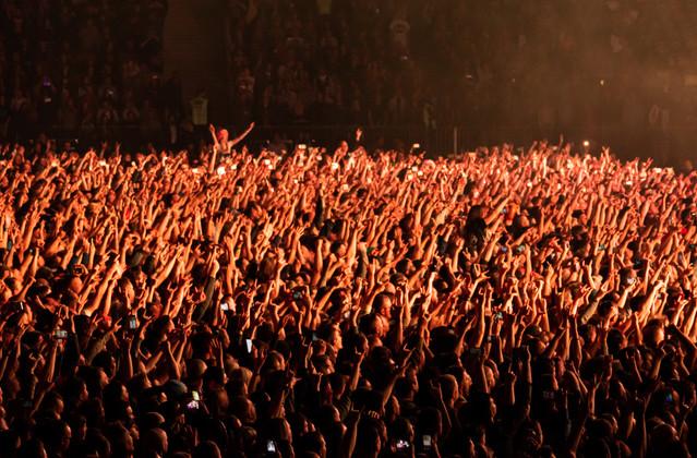 Cheering-concert-crowd-772154.jpg