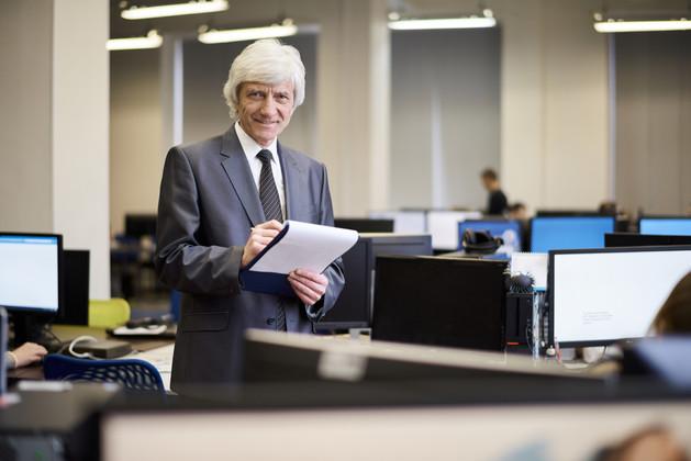 Senior-businessman-posing-549209.jpg