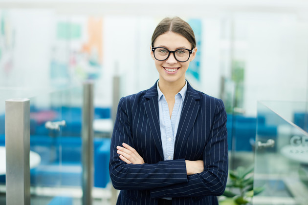 Young-businesswoman-wearing-glasses-5485