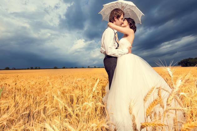 Loving-bride-and-groom-in-wheat-field-40