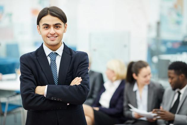 Young-businessmn-posing-544503.jpg