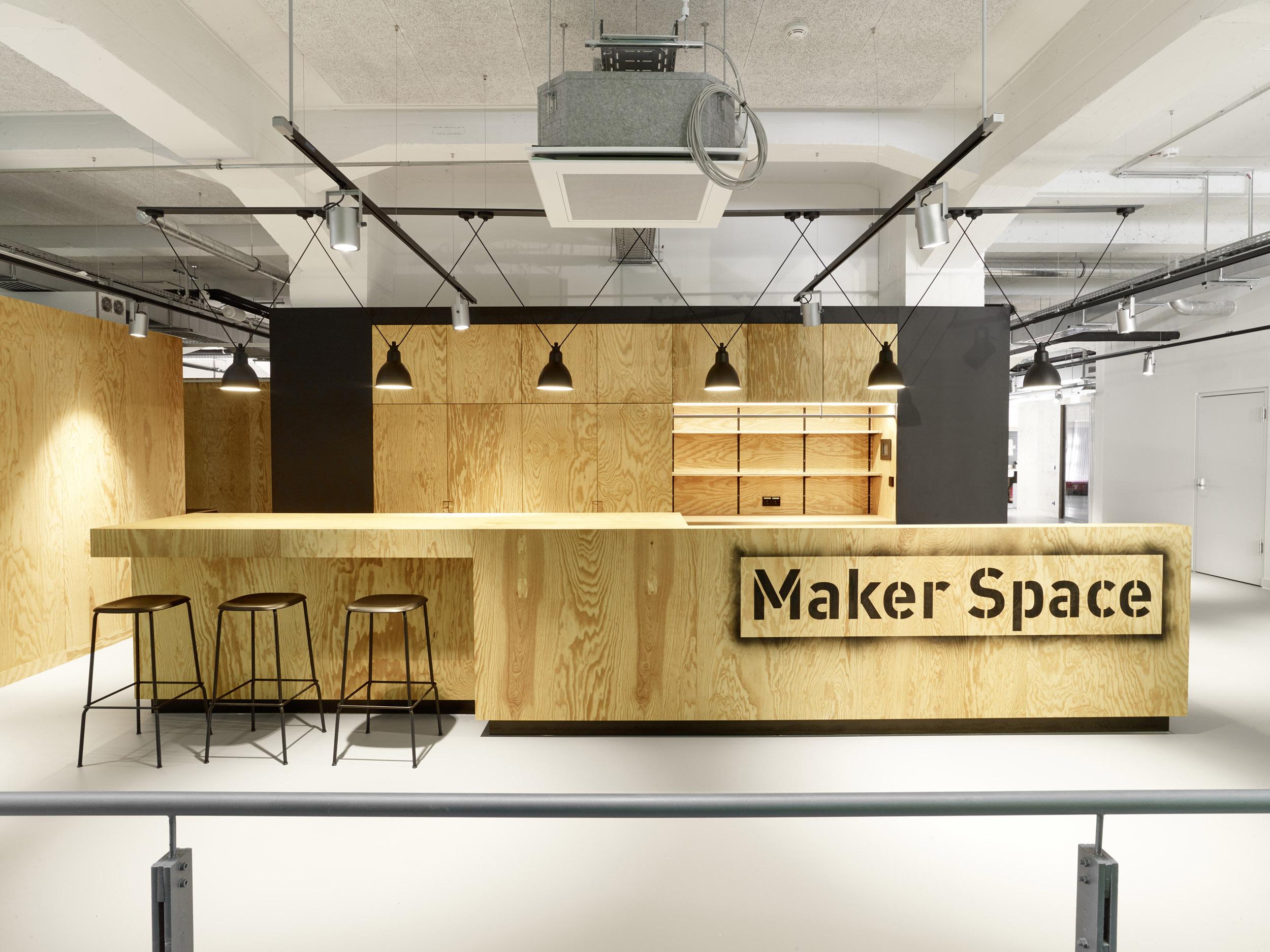 EXH_Maker Space - Tresen_web