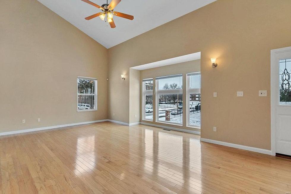 2-Livingroom.jpg