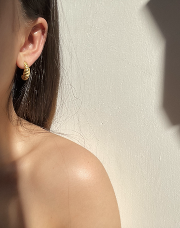 Elyse Jewelry is made to never be taken off. EJ pieces are hypoallergenic, water-resistant and non-tarnishing. Invest in high-quality pieces that are affordable.
