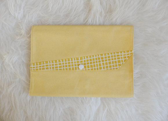 Pochette à couche jaune motif carreaux