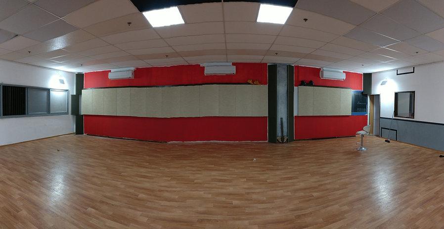 בתוך הסטודיו