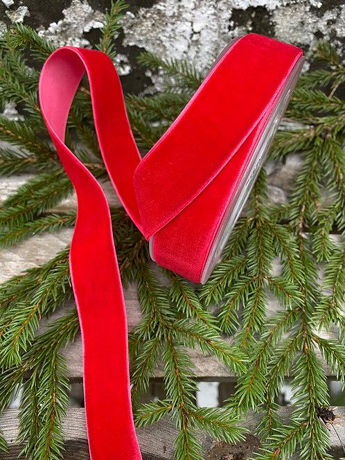 Rødt fløyelsbånd i 2,5 cm bredde
