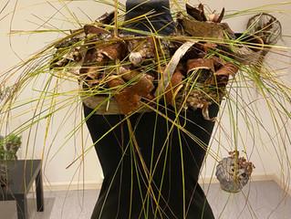 Botaniske materialer i øsende vær.