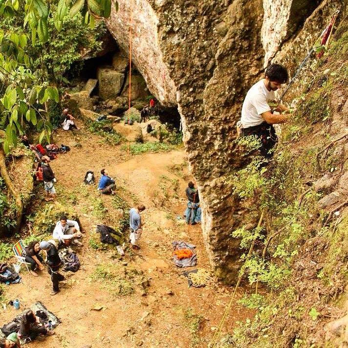 Festival de escalada braço esquerdo