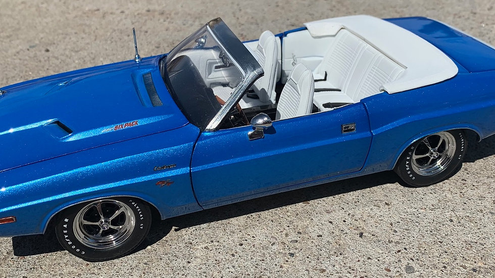 YCID, 1-60, 1970 Dodge Challenger R/T convertible with White tail stripe