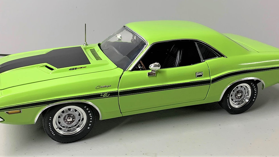 YCID, 1-24 1970 Challenger R/T with Black Package