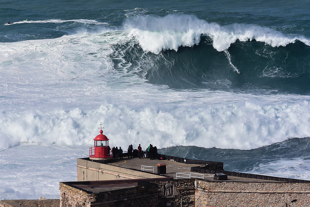Photo credits: Luis Ascenso from Lisbon, Portugal - Can you see the surfer? © CC BY 2.0