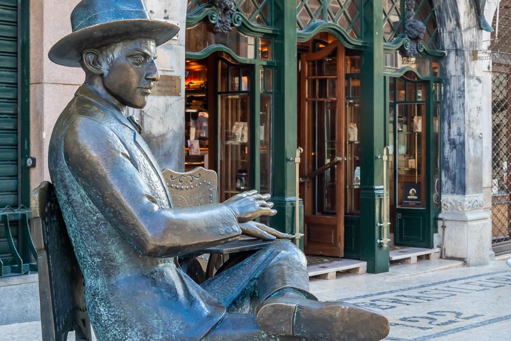 Café a Brasileira Chiado Fernando Pessoa statue