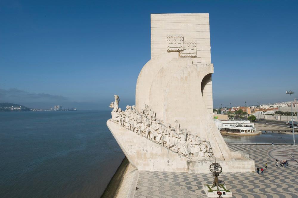 Padrão dos Descobrimentos Tagus river Lisbon Monuments