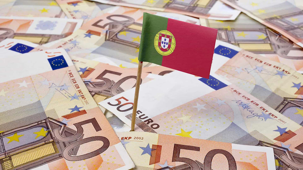 Euro notes Portugal flag