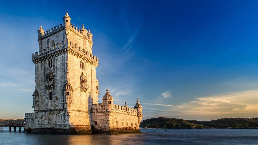 Torre de Belém Tagus river