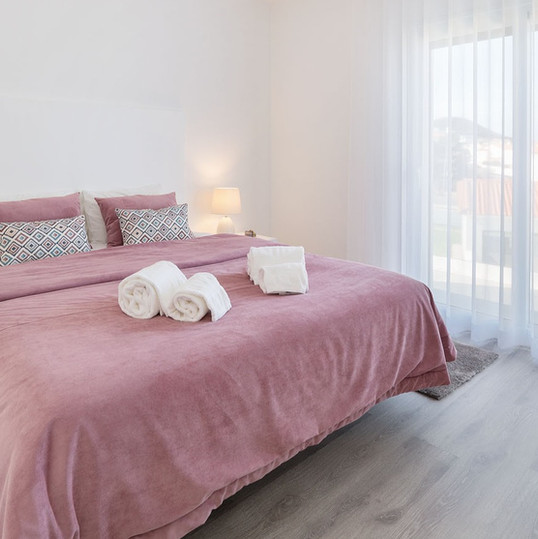 Pink decoration for this bedroom