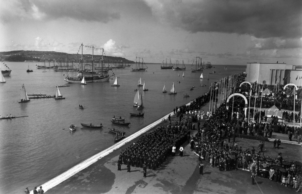 "Blessing of the ""lugres bacalhoeiros"" in Belém, Lisbon, in the 40s. Photo by António Passaporte, a.f. C.M.L"
