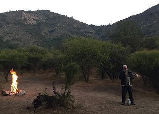 MARIO SILVA en el documental Isabel la criolla sobre Isabel Aretz tocando el Kultrum instrumento Prehispanico de sur de America Argentina y Chile musicologia documental ganador de Doctv Latinoamerica