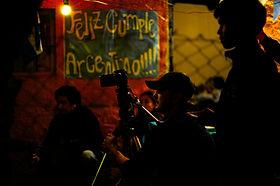 Marcel Czombos filmando el documental Argentino sobre Argentino Villanueva