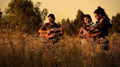 Joselo Schuap Jony Mombage en la serie Documental 4 guitarras dirigido por Marcel y Yoni Czombos