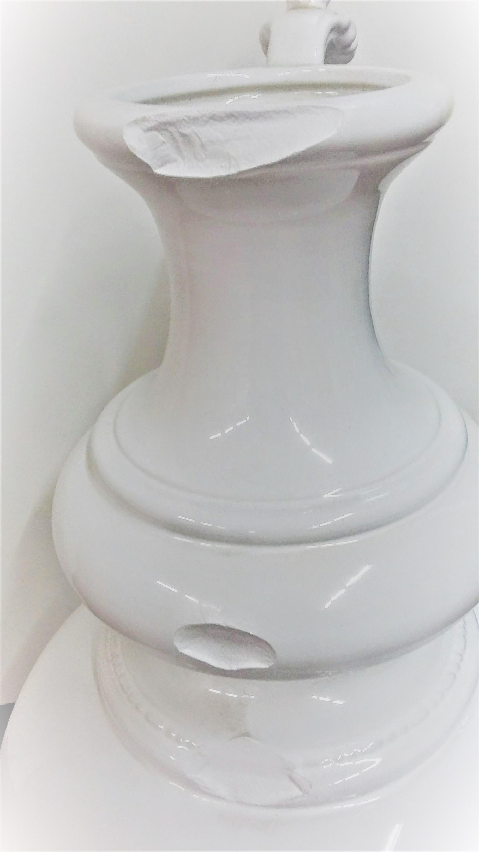 Restauro vaso bianco in ceramica