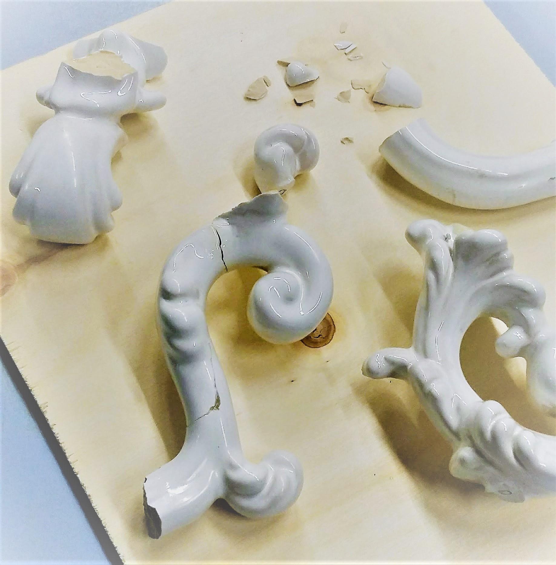 Restauro vaso in ceramica bianco