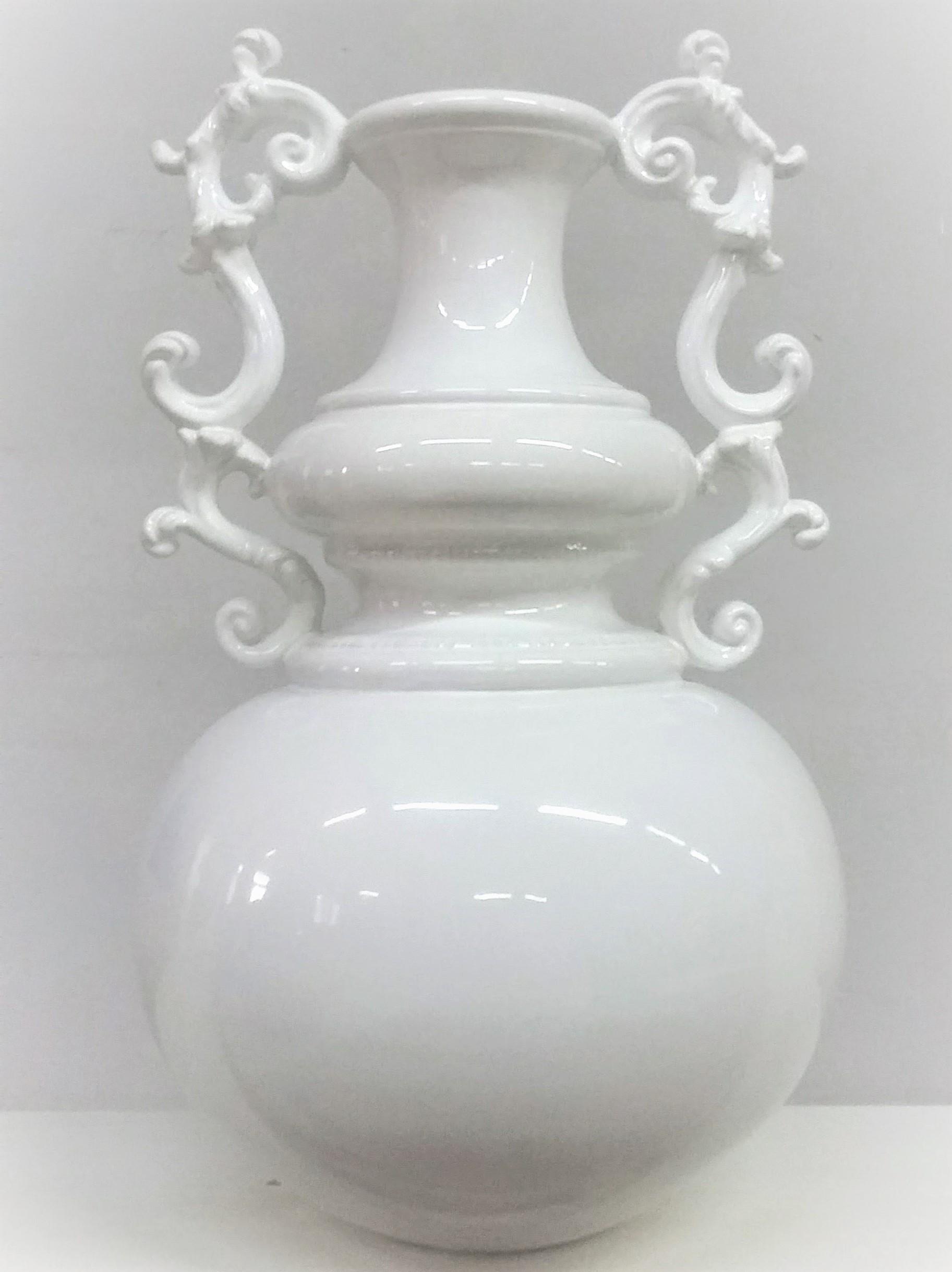 Vaso bianco restaurato