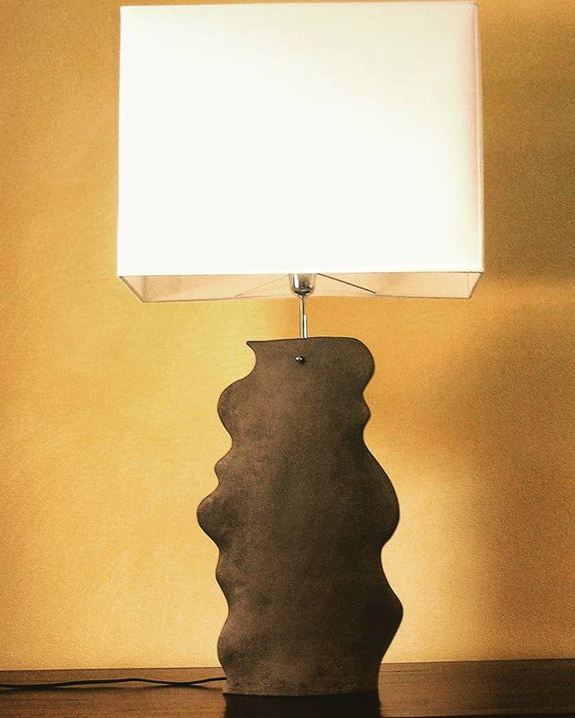 Lampada in ceramica marrone