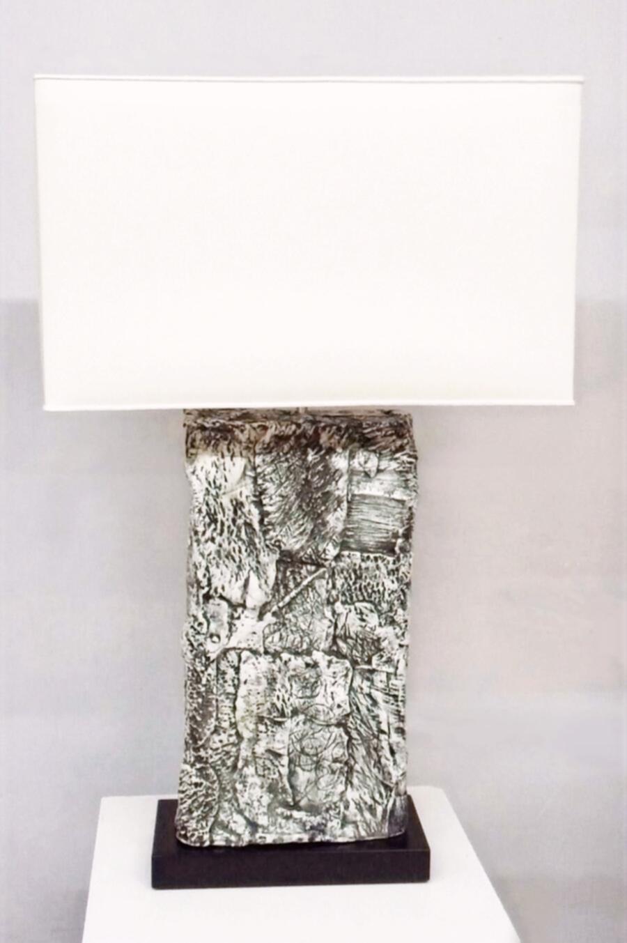 Lampada in ceramica bianca e nera
