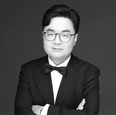 Robbie Li, M.M. - Voice, Guitar, Piano